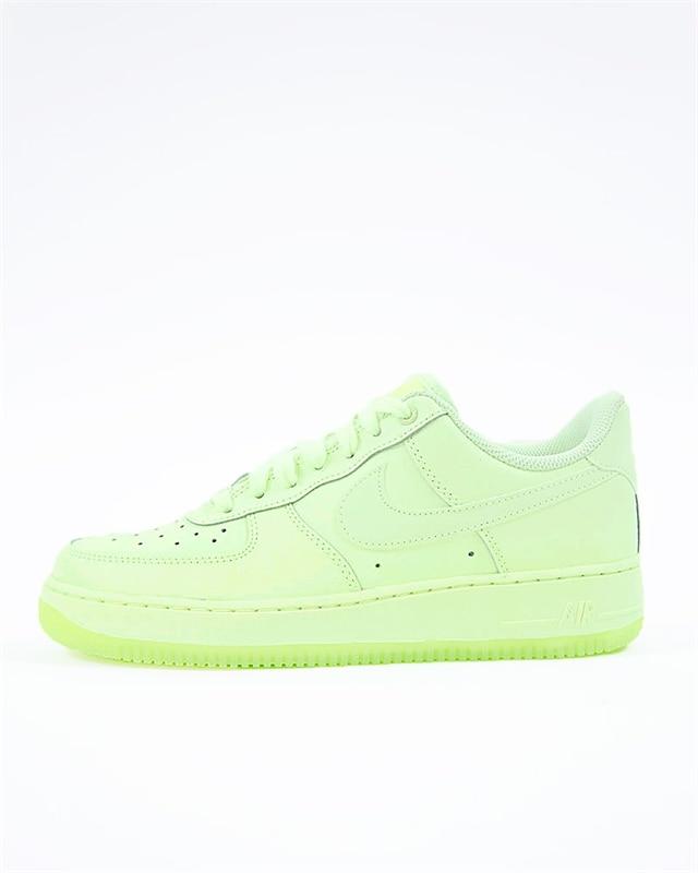 Nike Wmns Air Force 1 07 Essential | AO2132 700 | Gul | Sneakers | Skor | Footish