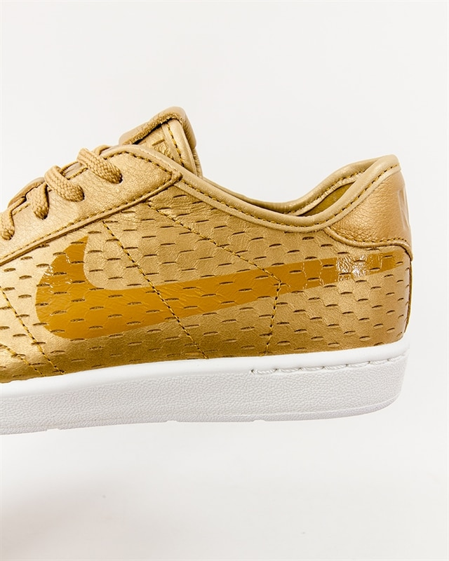 Nike Wmns Tennis Classic Ultra Premium 749647 700 Footish: If you´re into sneakers